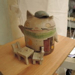 桜井ケンイチさんの猫の陶人形