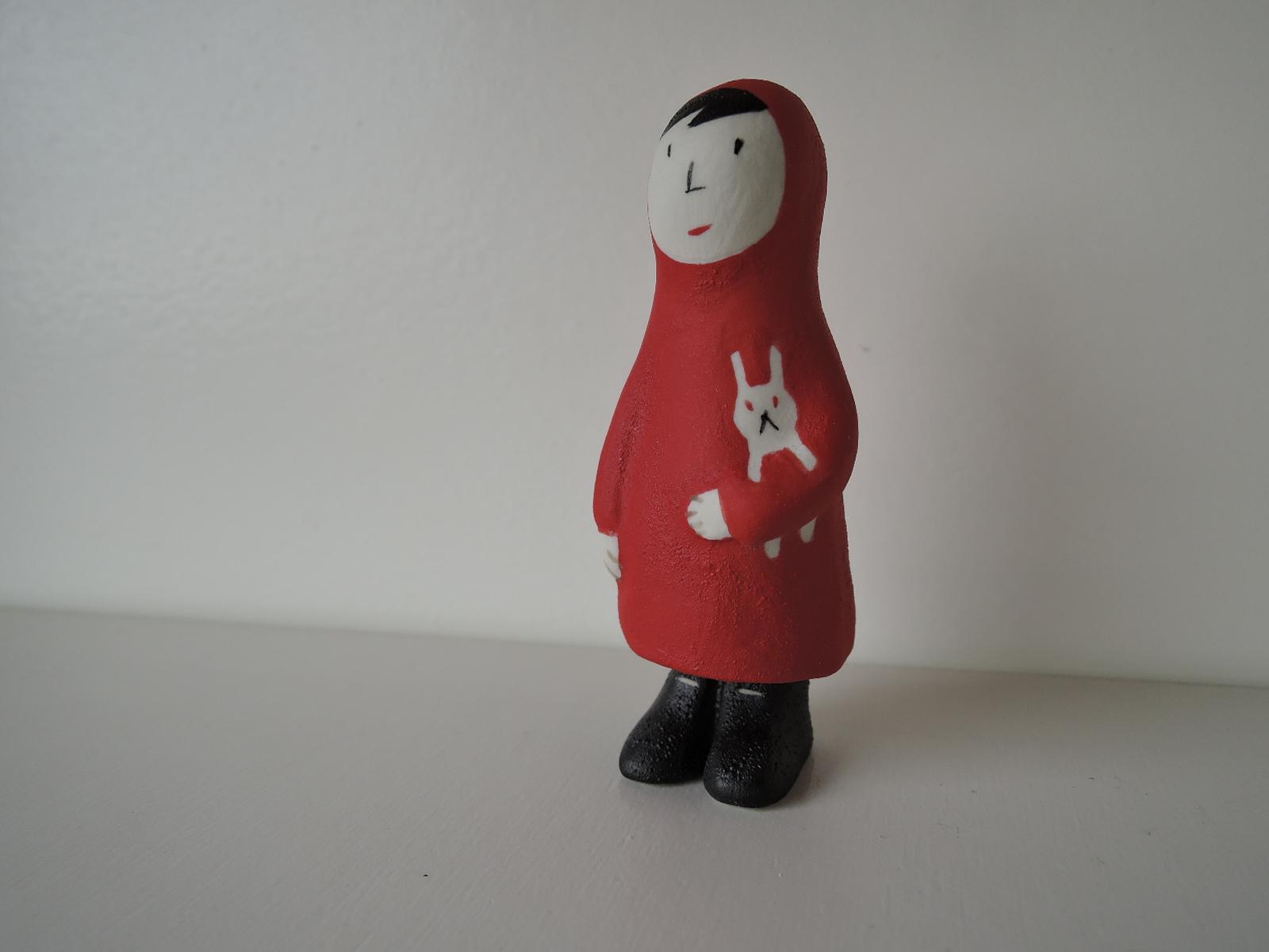 小堤晶子さんの陶器人形 赤いカッパの少女