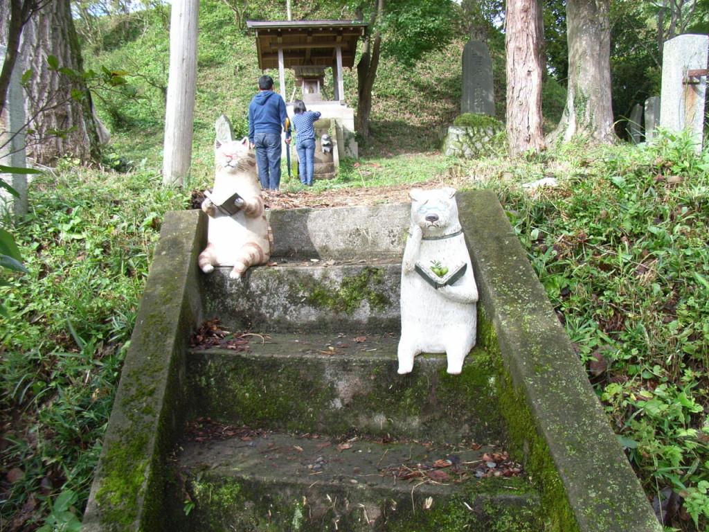 かとうゆみさんの階段にすわる動物たち