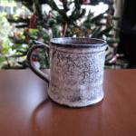 中平美彦さんの雪降るマグカップ