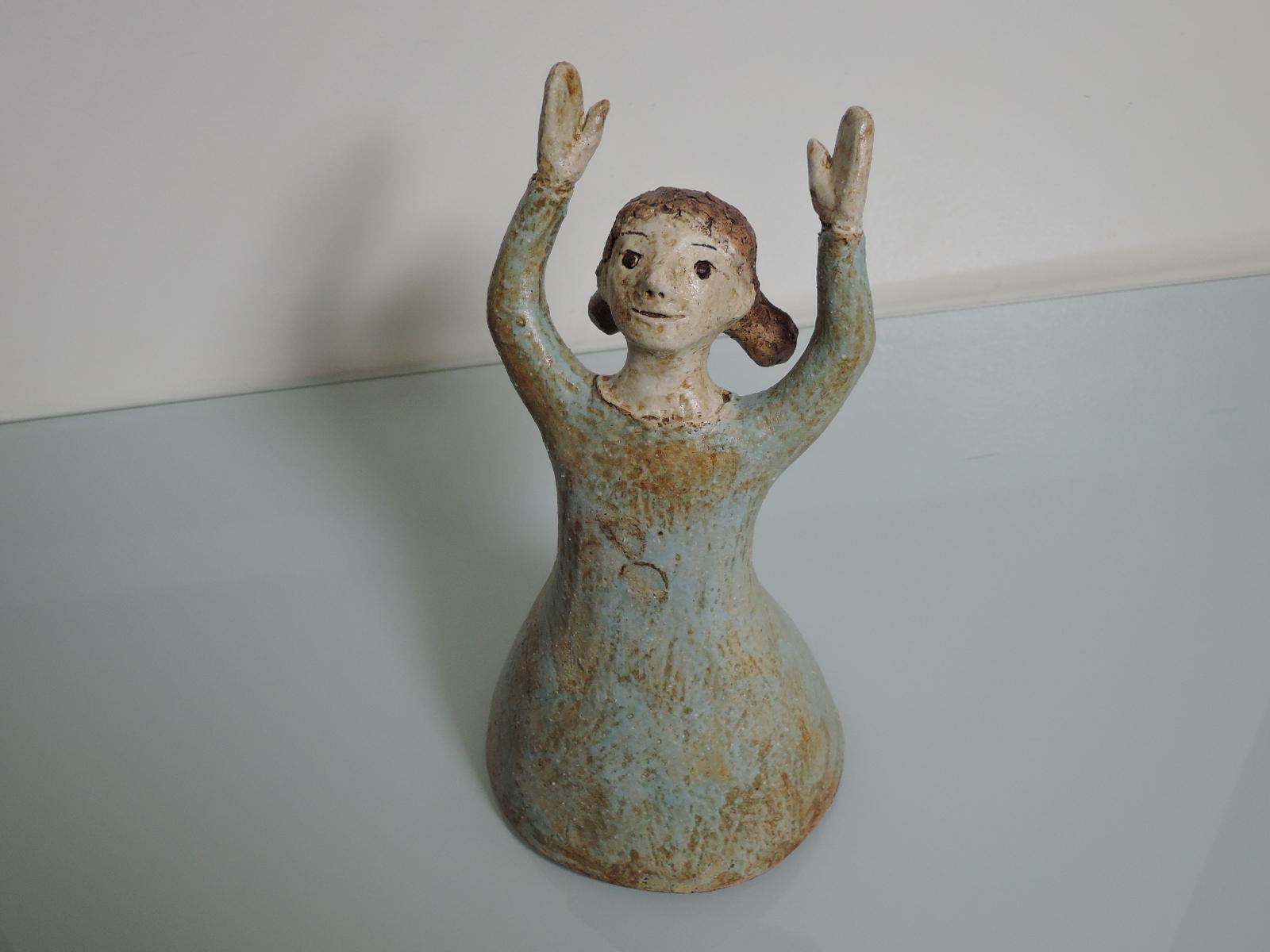 白倉えみさんの陶器の少女像