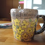 脇山さとみさんの黄色の花が満開のマグカップ