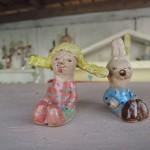 たなか じゅり さんのおさげ髪の女の子の陶器人形
