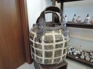美幸ひなたさんの大きなカバン陶器