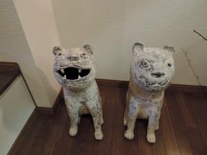 濱比嘉詩子さん陶展風景 狛犬