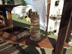 コバヤシノブミツさんのピサの斜塔風オブジェ