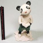 岡田育子さんの陶人形 本を読むパンダ