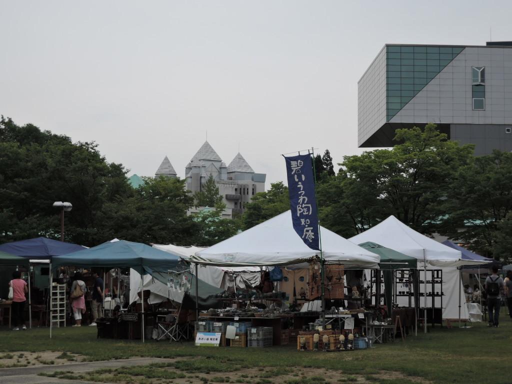秋田クラフトフェア会場お祭り広場風景