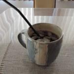 香りもテイストも抜群。桜井ケンイチさんのマグカップだから作れるこの手順のアイスコーヒー。