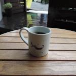 村田森さんのマグカップで雨の外カフェ
