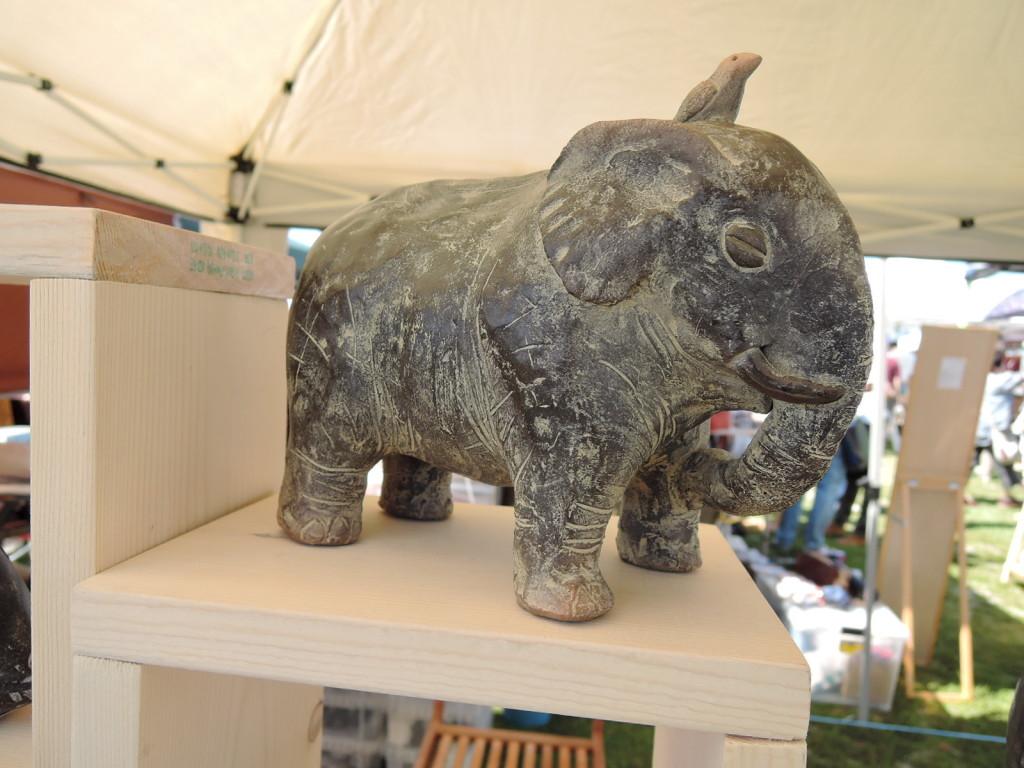橋本緑さんの象のオブジェ
