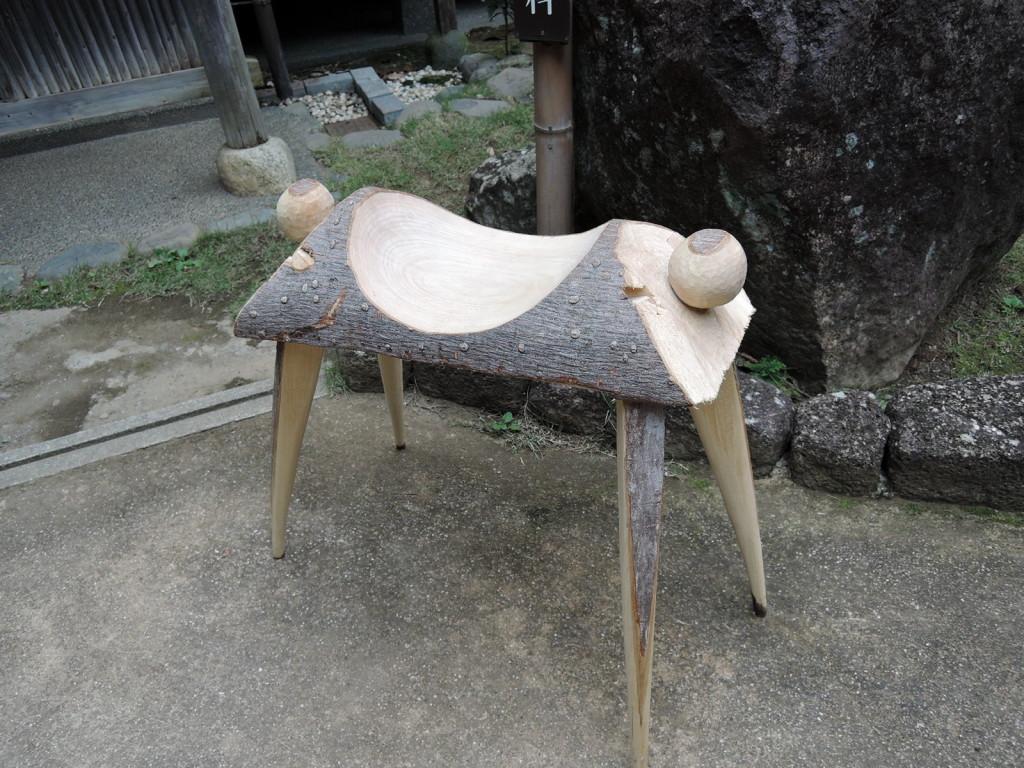 木工作家さんのまたがる椅子