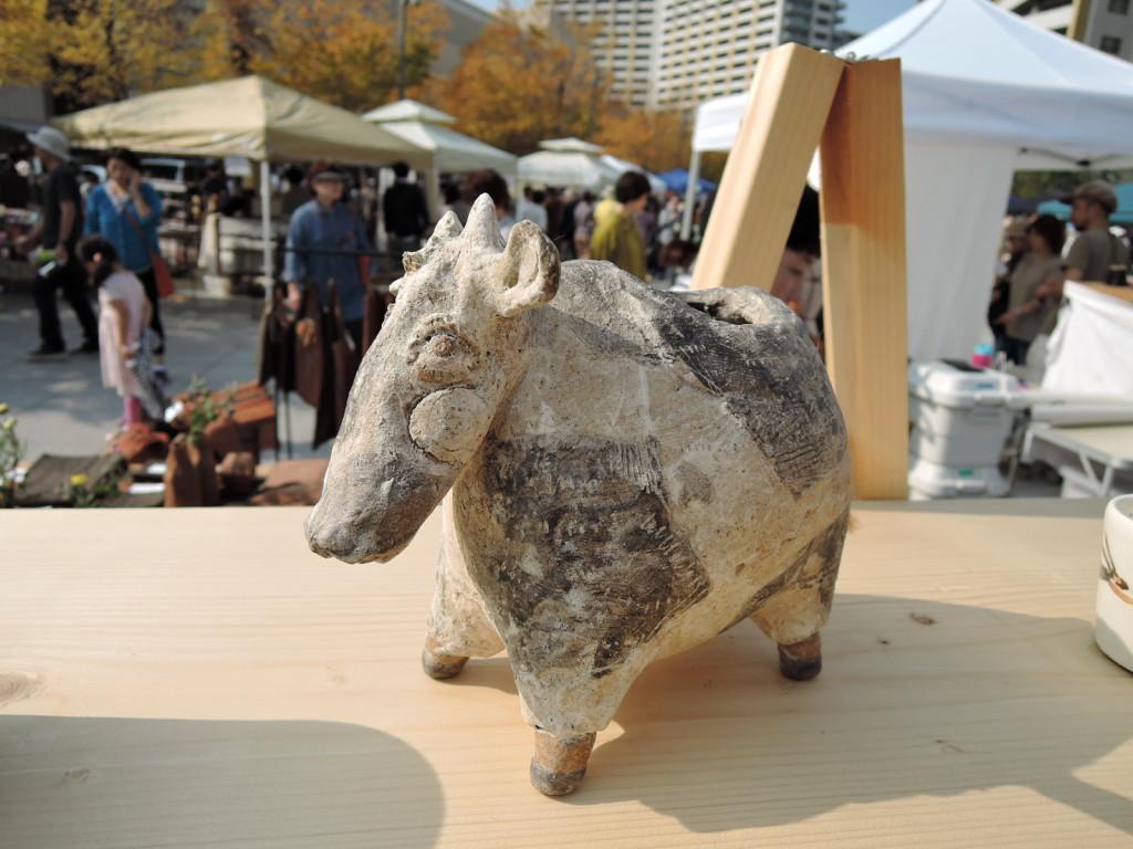 小峯美省さんのブース作品 牛のオブジェ