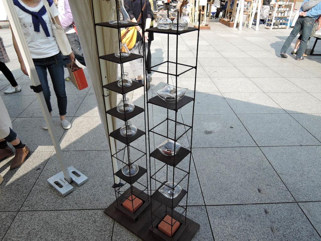 金子朋恵さんのブース風景 ガラス作品の素敵な展示