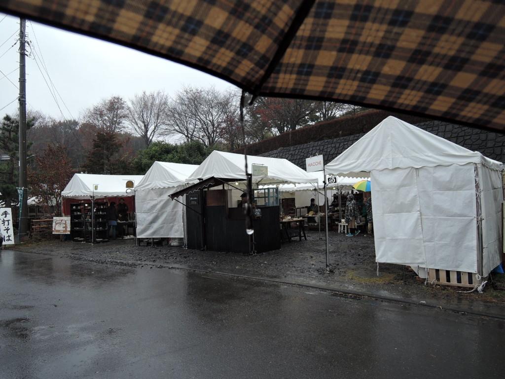 雨の中のかまぐれの丘第二会場