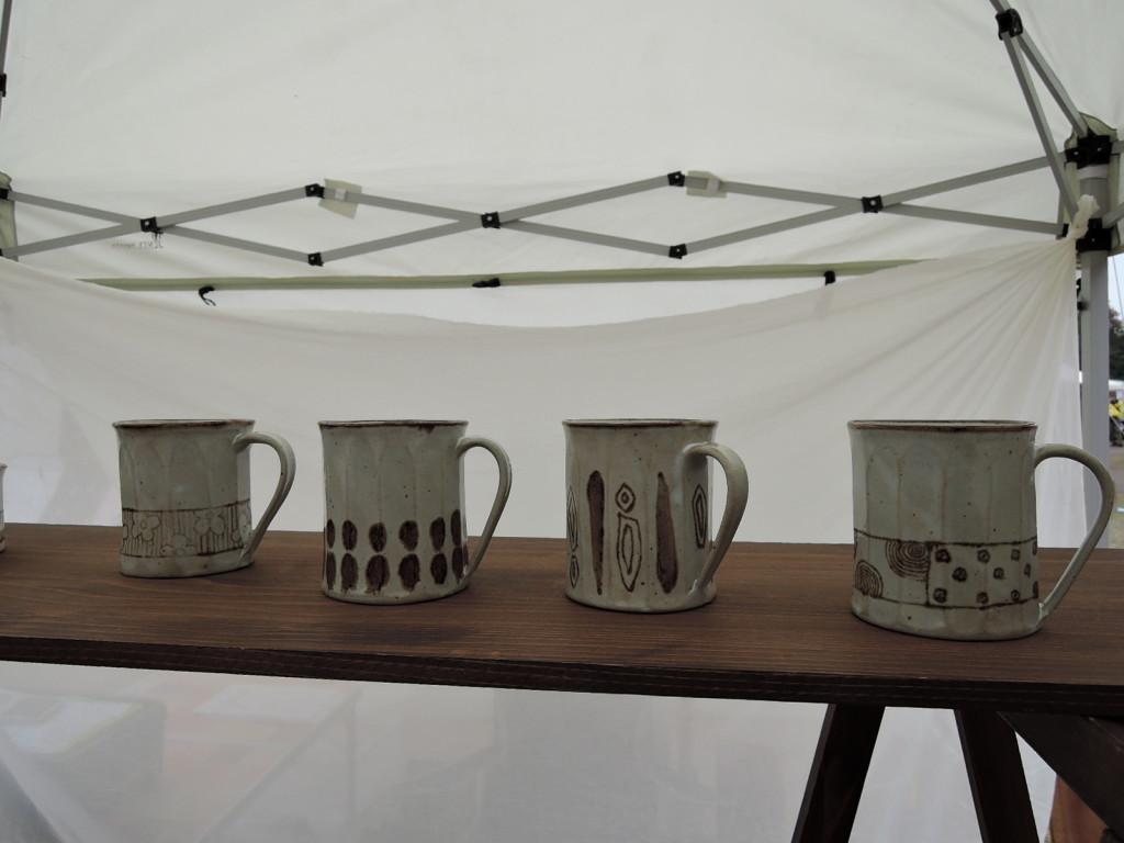 陶ヒトノワさんの軽くてデザイン良いマグカップ