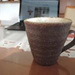 伊東正明さんのみかん灰のマグカップ