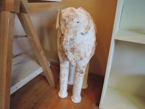 石原稔久さんの作品 大きな象のオブジェ