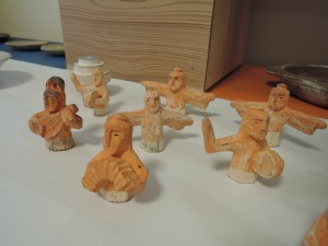 石原稔久さんの作品 パレード人形から楽器を持つ人達