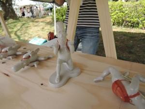 広島の陶芸家 奥村志暢さんのユニークな展示作品