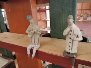 門脇美香江さんの作品 座る人たち