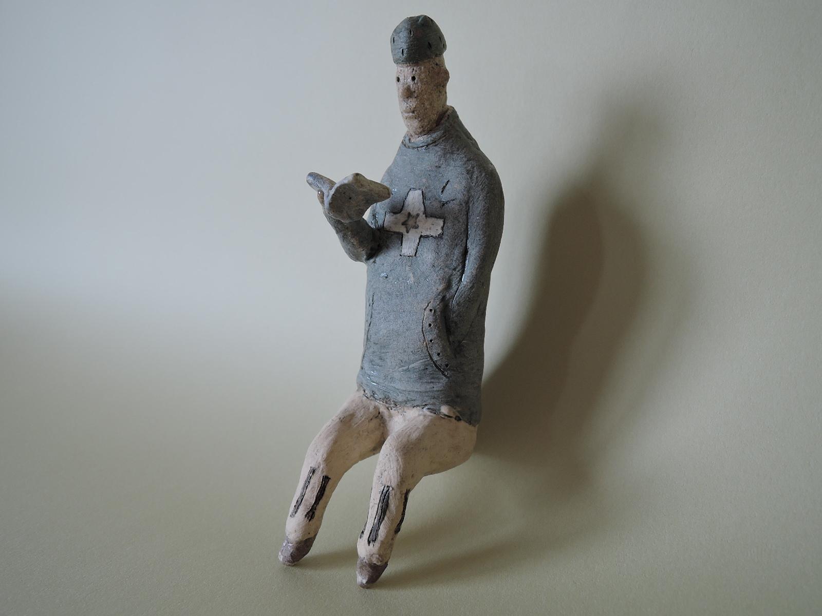 門脇美香江さんの陶器人形 本を読む
