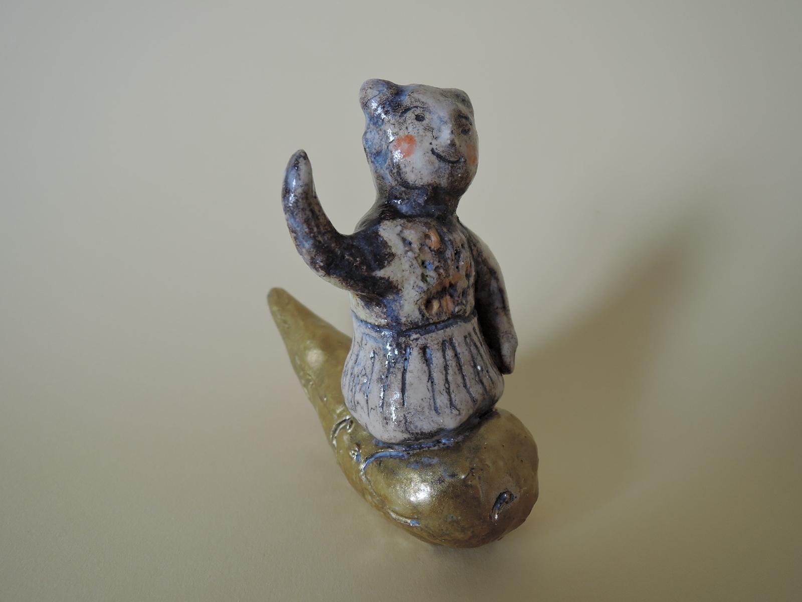濱比嘉詩子さんの陶器の人形 雲に乗ったかみさま