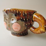 増田光さんの顔の器「サルとタヌキの化かしあい」