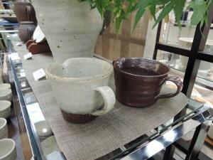 伊東正明さんの陶展「秋の味覚を楽しむ器」溶岩灰の片口