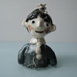 岡田育子さんの陶人形 花の帽子の男の子