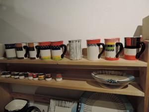 南アフリカの色鮮やかなマグカップ