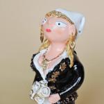 イレーネサゥゲイロ(ポルトガル)さんの陶器人形 ミーニョの花嫁