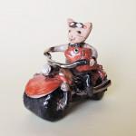 やなぎゆきおの陶器オブジエ バイクに乗るネコ