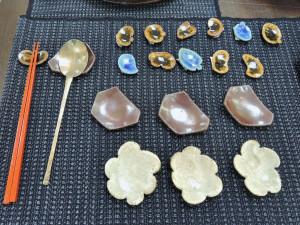 伊東正明さん陶展 真ん中 溶岩釉の箸置き