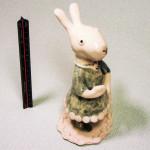 岡田育子さんの陶器人形 ウサギGirl