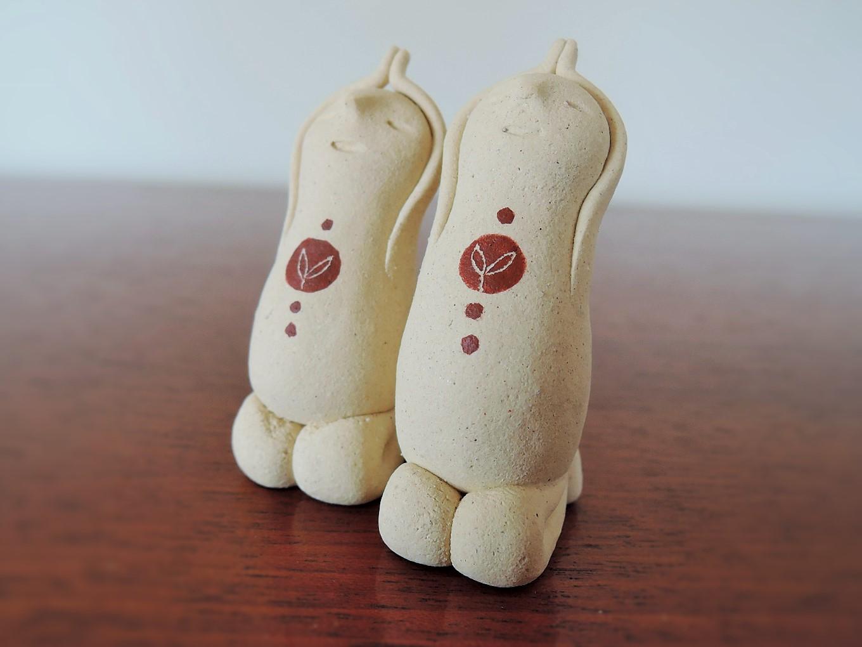 朴洋絵さんの陶器人形 お祈りの精