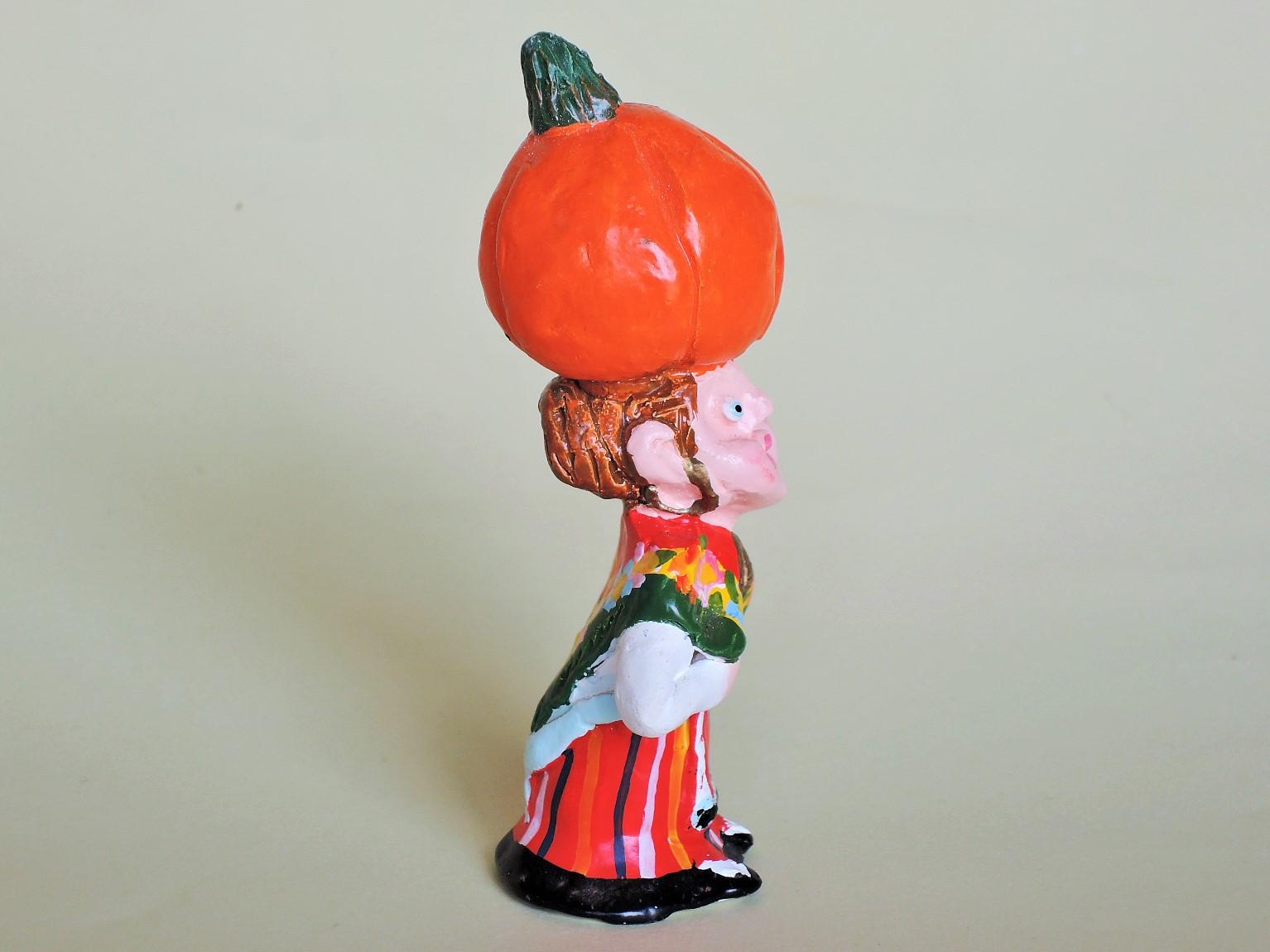ジョアンフェレイラ(ポルトガル)陶人形 カボチャを運ぶ女性