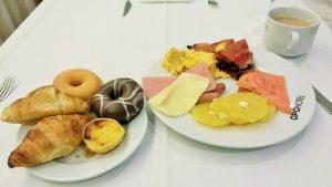 ポルト空港そばのホテルの朝食