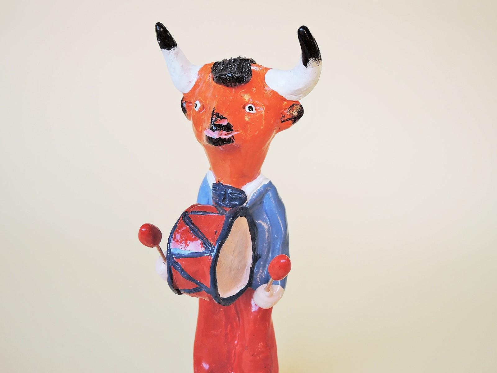 DSCN9268 (3) ポルトガル陶人形 牡牛の太鼓叩き Joao Ferreira作品