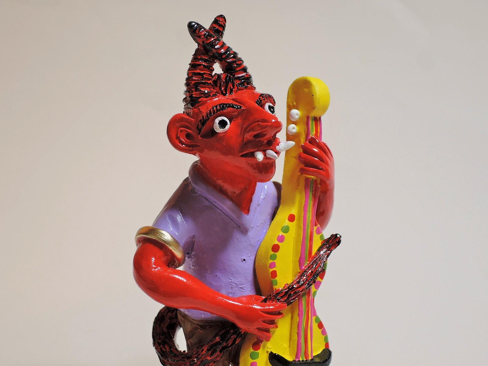 ポルトガル陶人形 チェロ弾くDiabo ミステリオ兄弟